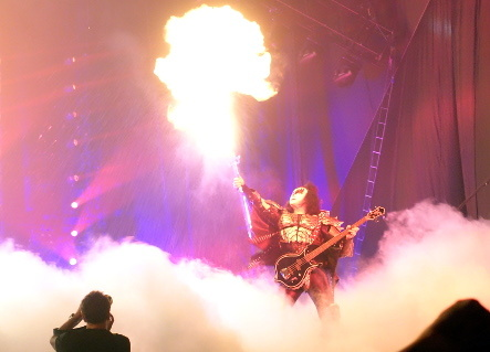 KISS『END OF THE ROAD WORLD TOUR』@最後の日本公演_b0118001_11093972.jpg