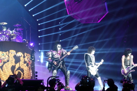 KISS『END OF THE ROAD WORLD TOUR』@最後の日本公演_b0118001_11130968.jpg