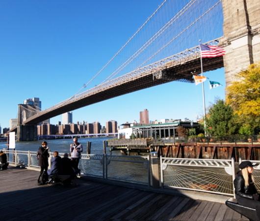 ブルックリン・ブリッジ横のボードウォークから見る摩天楼_b0007805_09241306.jpg