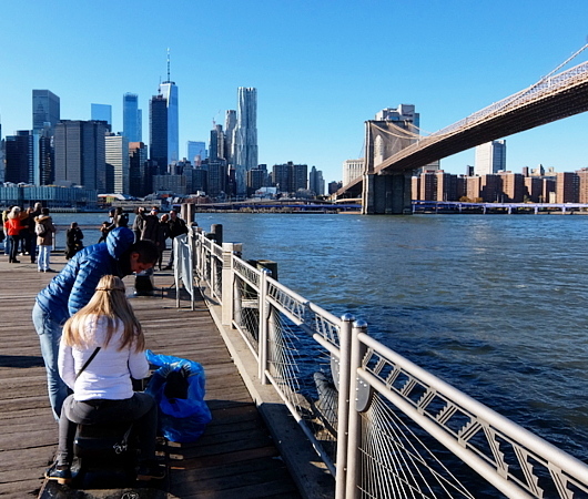 ブルックリン・ブリッジ横のボードウォークから見る摩天楼_b0007805_09244066.jpg