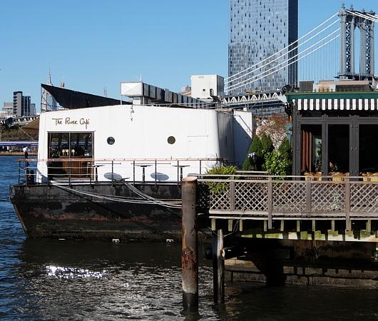 ブルックリン・ブリッジ横のボードウォークから見る摩天楼_b0007805_09244950.jpg