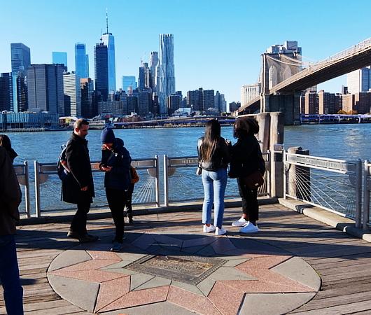 ブルックリン・ブリッジ横のボードウォークから見る摩天楼_b0007805_09262544.jpg