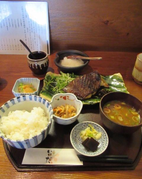 佐久・お料理 いけだ * 美味しいお魚の炭火焼定食♪_f0236260_03190052.jpg