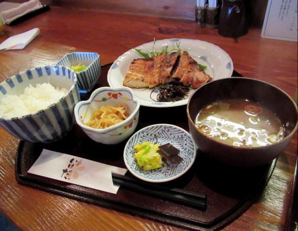 佐久・お料理 いけだ * 美味しいお魚の炭火焼定食♪_f0236260_03200606.jpg