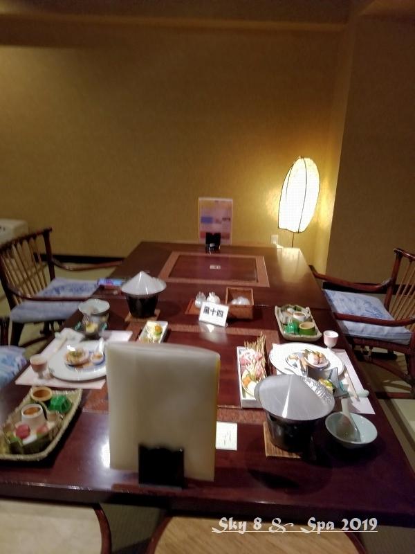 ◆ 30年ぶりの伊豆長岡温泉へ、その5 着物で彩られた全館畳敷きの宿「楽山やすだ」へ 夕食前編(2019年12月)_d0316868_22282533.jpg