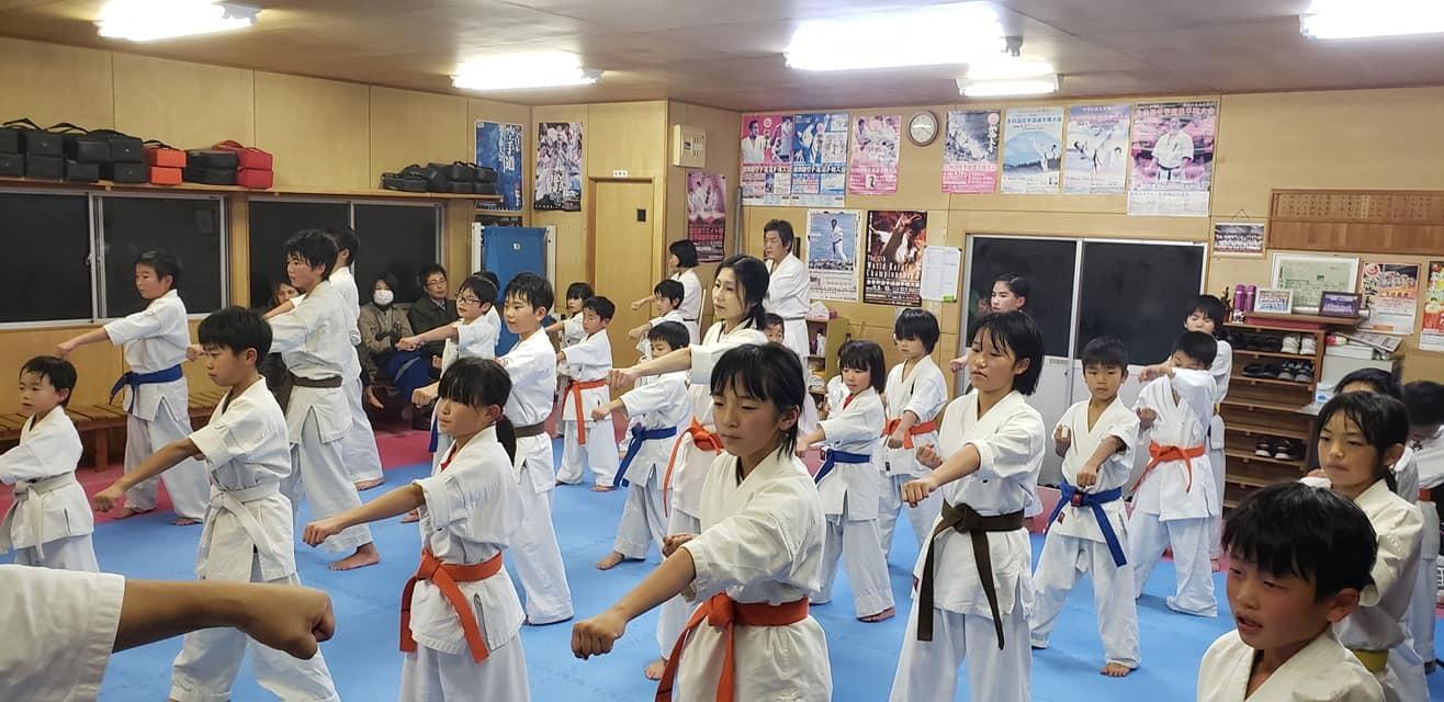 高知県西部に位置する四万十市の昇級審査会と、ご父兄の皆さまも交えての忘年会に出席。_c0186691_15205321.jpg