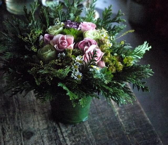 お供えのアレンジメント。「淡いピンク等。バラもOK」。宮の森1条にお届け。2019/12/21。_b0171193_18162872.jpg