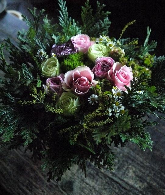 お供えのアレンジメント。「淡いピンク等。バラもOK」。宮の森1条にお届け。2019/12/21。_b0171193_18163053.jpg