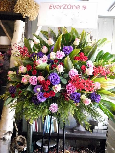 EverZOne(エバーゾーン)さんのライブにスタンド花。「華やかな感じ」。道新ホールにお届け。2019/12/22。_b0171193_18252500.jpg