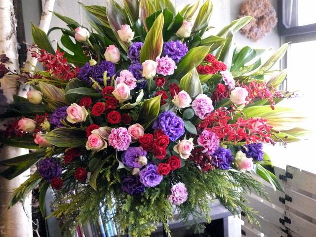 EverZOne(エバーゾーン)さんのライブにスタンド花。「華やかな感じ」。道新ホールにお届け。2019/12/22。_b0171193_18252704.jpg