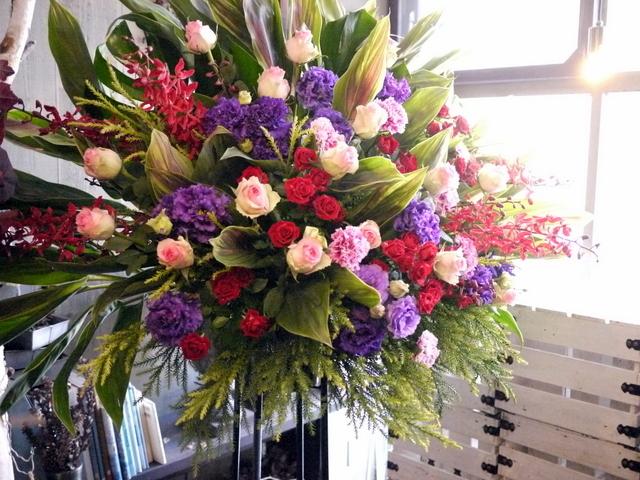 EverZOne(エバーゾーン)さんのライブにスタンド花。「華やかな感じ」。道新ホールにお届け。2019/12/22。_b0171193_18252911.jpg