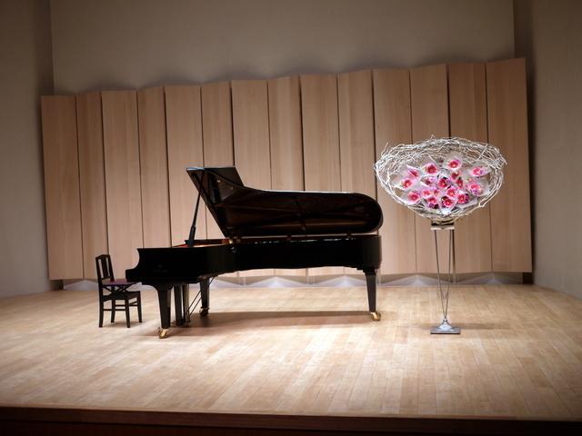 ピアノ教室の発表会に、花束持ち帰りタイプのスタンド花。ふきのとうホールにお届け。2019/12/22。_b0171193_18273222.jpg