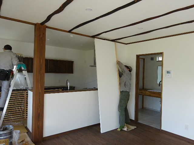 花巻の家 仕上げの作業が進行中です!_f0105112_04461012.jpg