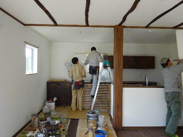 花巻の家 仕上げの作業が進行中です!_f0105112_04515356.jpg