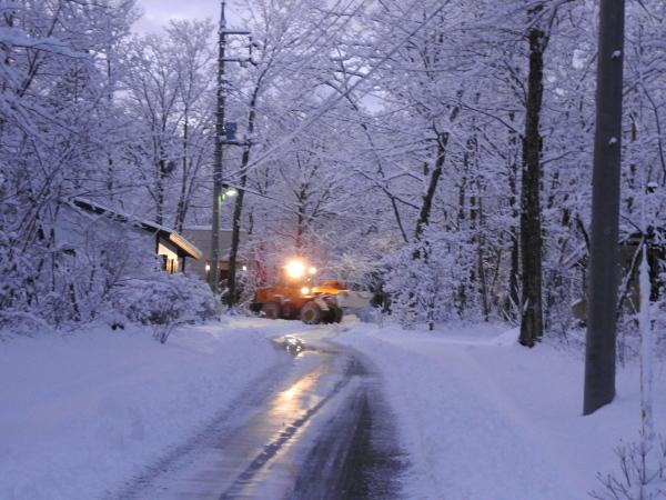 積雪約15cm!ノーマルタイヤでは危険です(2019年12月23日)_b0174425_07122425.jpg
