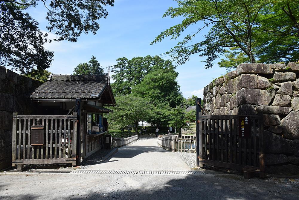 国宝・彦根城を歩く。 その6 <楽々園~玄宮園>_e0158128_19291715.jpg