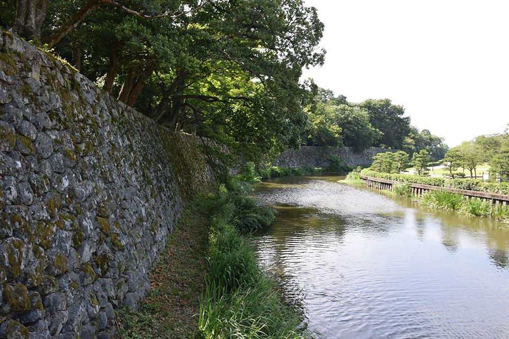 国宝・彦根城を歩く。 その6 <楽々園~玄宮園>_e0158128_19304531.jpg