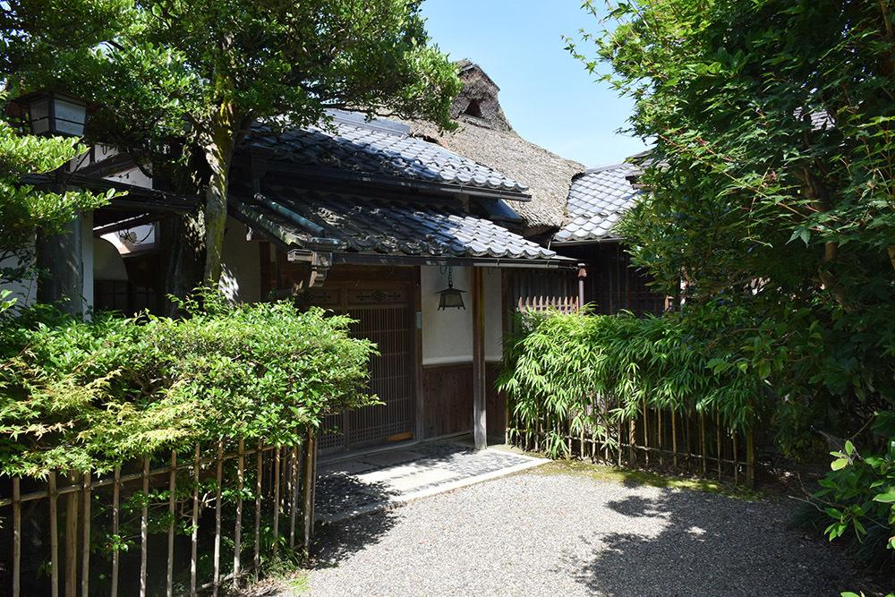 国宝・彦根城を歩く。 その6 <楽々園~玄宮園>_e0158128_20030916.jpg