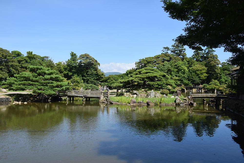 国宝・彦根城を歩く。 その6 <楽々園~玄宮園>_e0158128_20093692.jpg