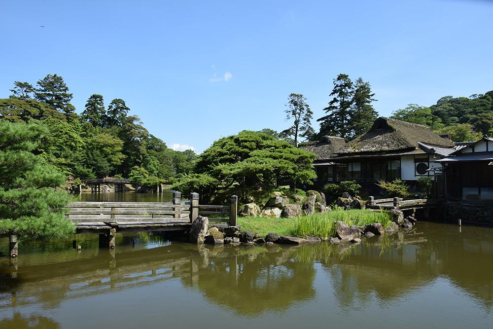 国宝・彦根城を歩く。 その6 <楽々園~玄宮園>_e0158128_20121255.jpg