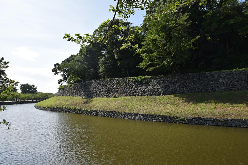 国宝・彦根城を歩く。 その7 <大手門~山崎曲輪>_e0158128_20424437.jpg