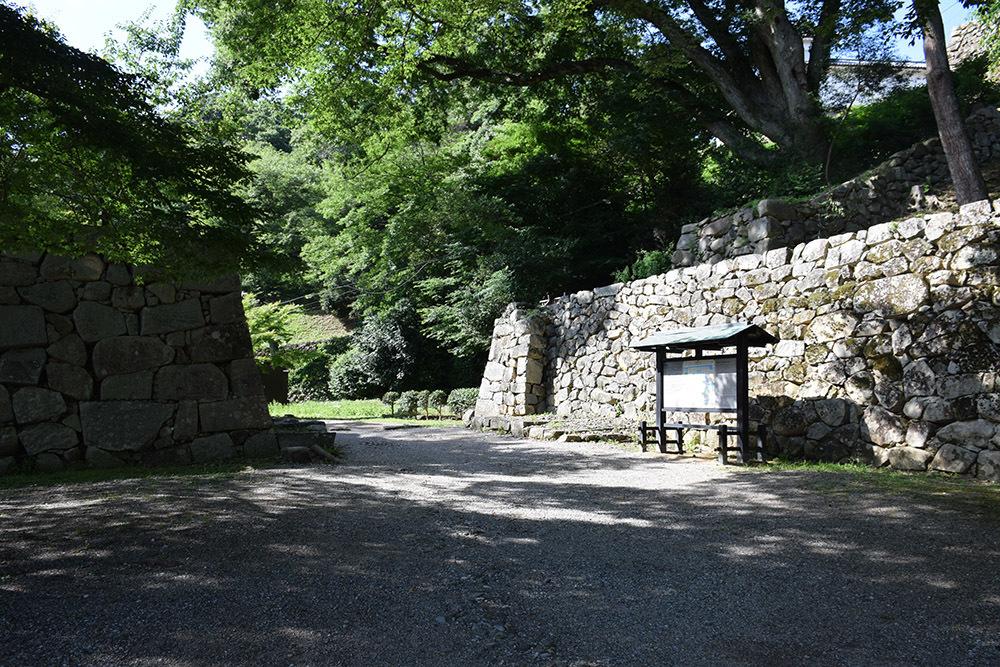国宝・彦根城を歩く。 その7 <大手門~山崎曲輪>_e0158128_20574072.jpg