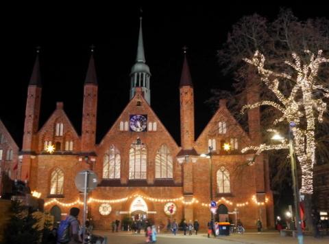 キラキラ夜のクリスマスマーケット_f0210340_05195792.jpg