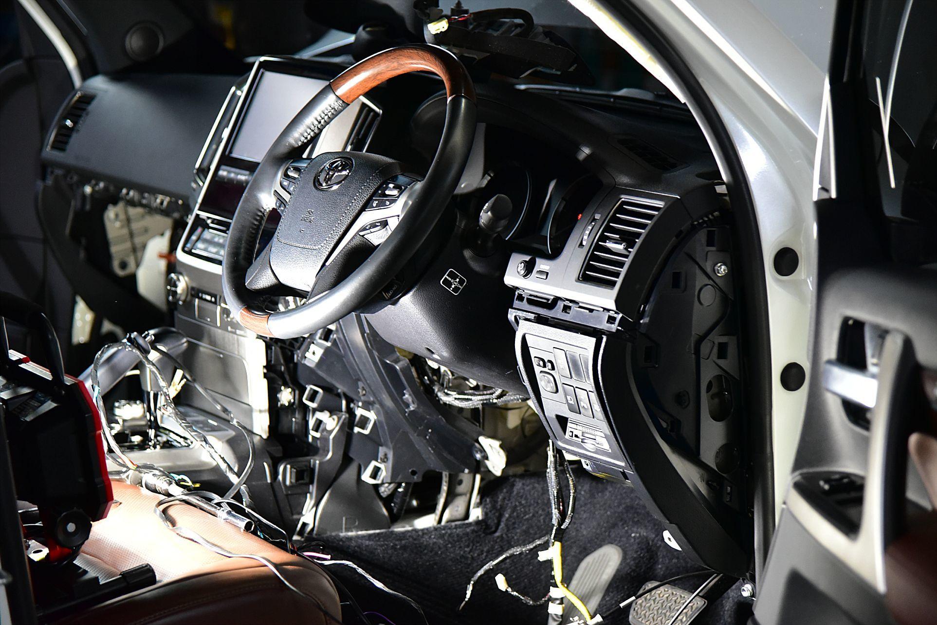 ランクル200にVIPER5906Vとオプション取り付け_c0199344_18270246.jpg