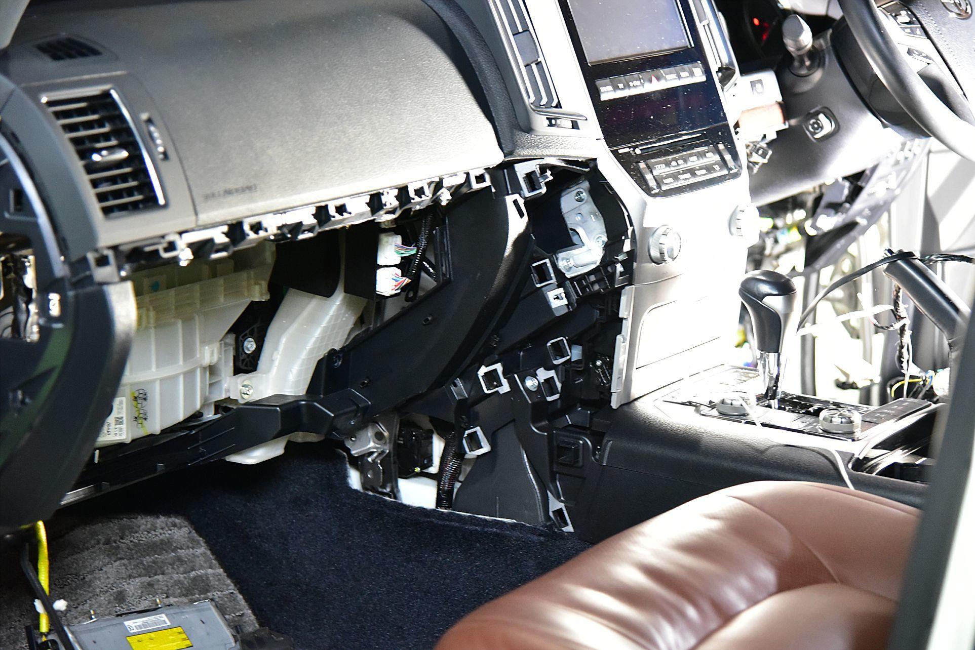 ランクル200にVIPER5906Vとオプション取り付け_c0199344_18270815.jpg