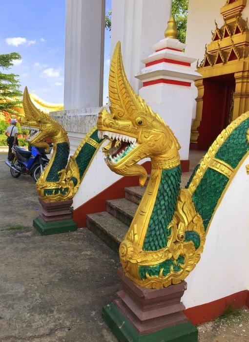ラオスの旅 8  カラフルなタート・ルアン南寺院_a0092659_17575967.jpg