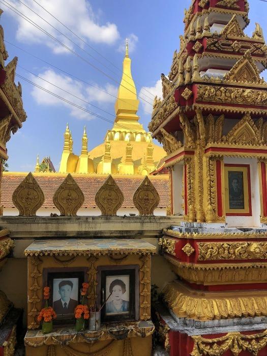 ラオスの旅 8  カラフルなタート・ルアン南寺院_a0092659_18033669.jpg