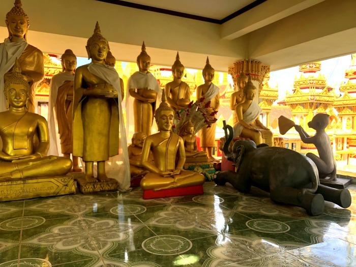 ラオスの旅 8  カラフルなタート・ルアン南寺院_a0092659_18154890.jpg