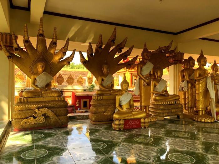 ラオスの旅 8  カラフルなタート・ルアン南寺院_a0092659_18155613.jpg
