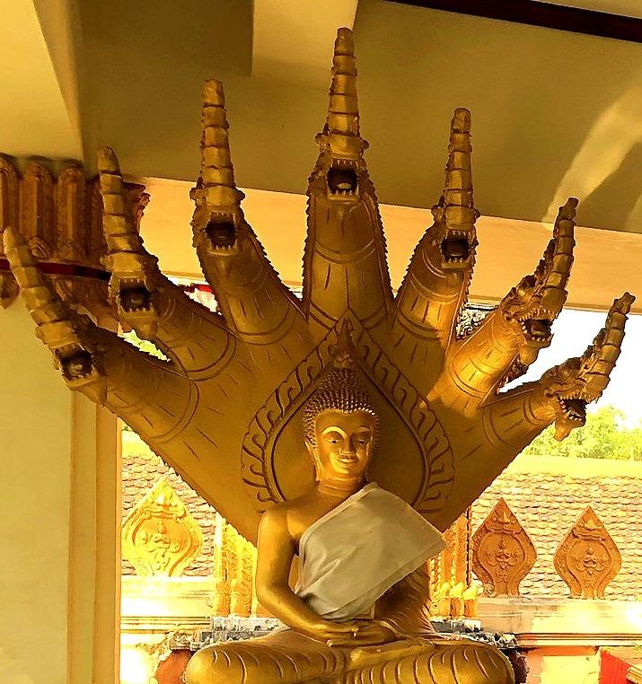 ラオスの旅 8  カラフルなタート・ルアン南寺院_a0092659_18210833.jpg