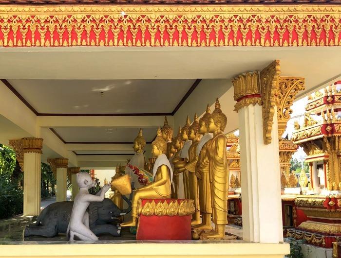 ラオスの旅 8  カラフルなタート・ルアン南寺院_a0092659_18233763.jpg