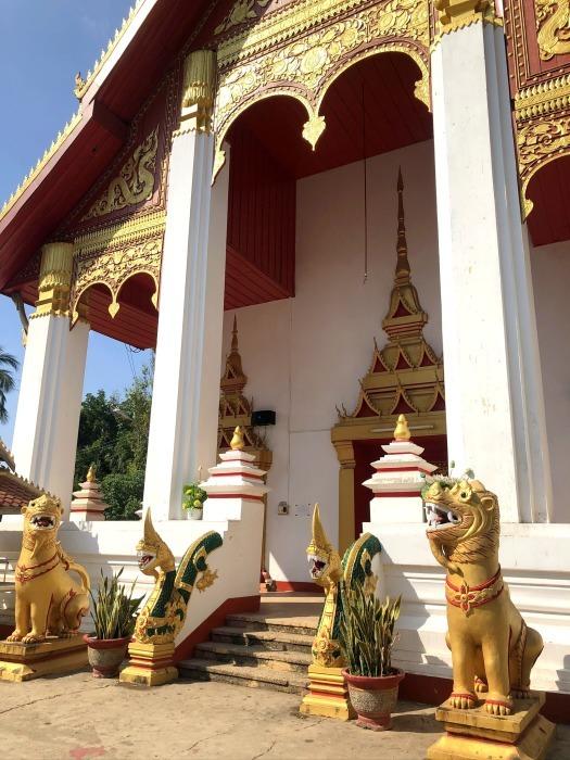 ラオスの旅 8  カラフルなタート・ルアン南寺院_a0092659_18272721.jpg