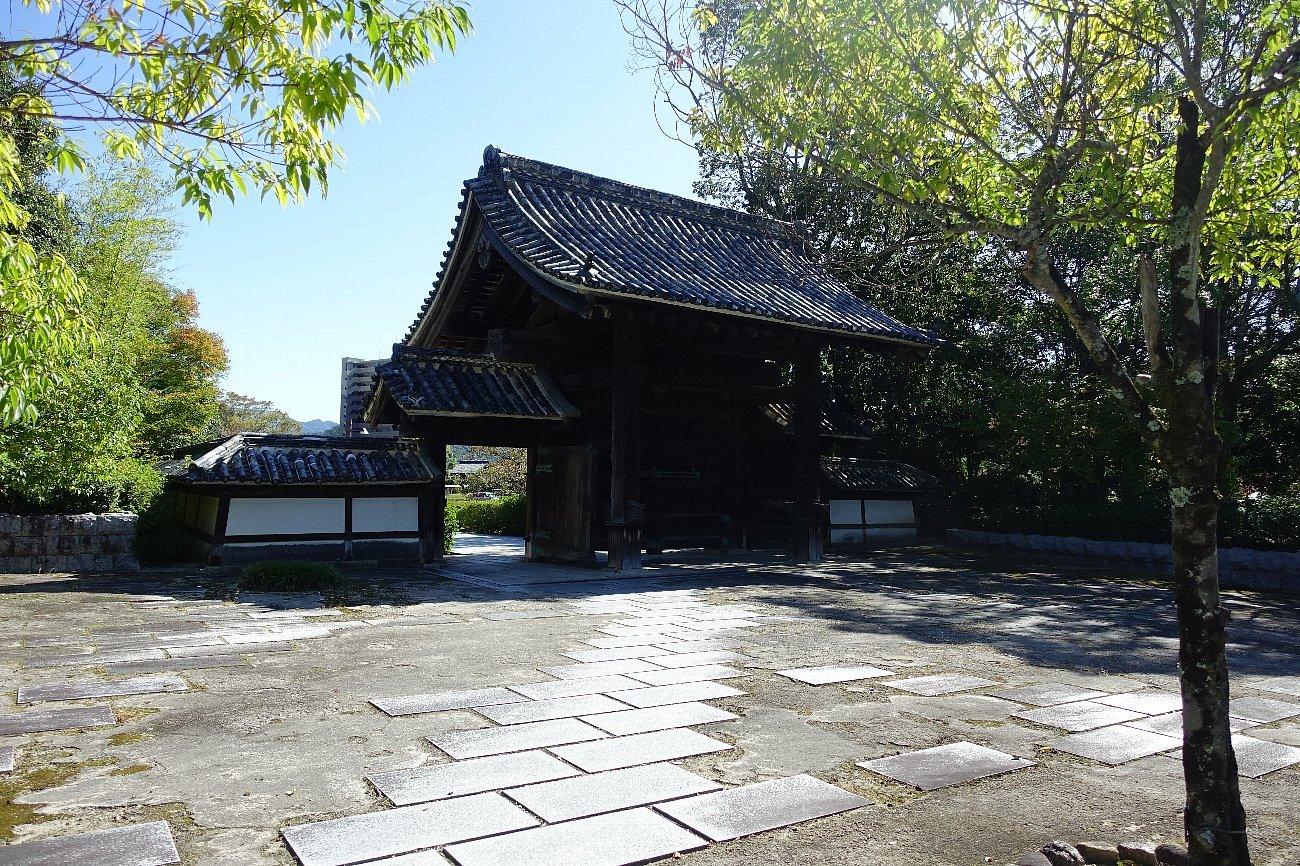 旧山口藩庁門_c0112559_08315021.jpg