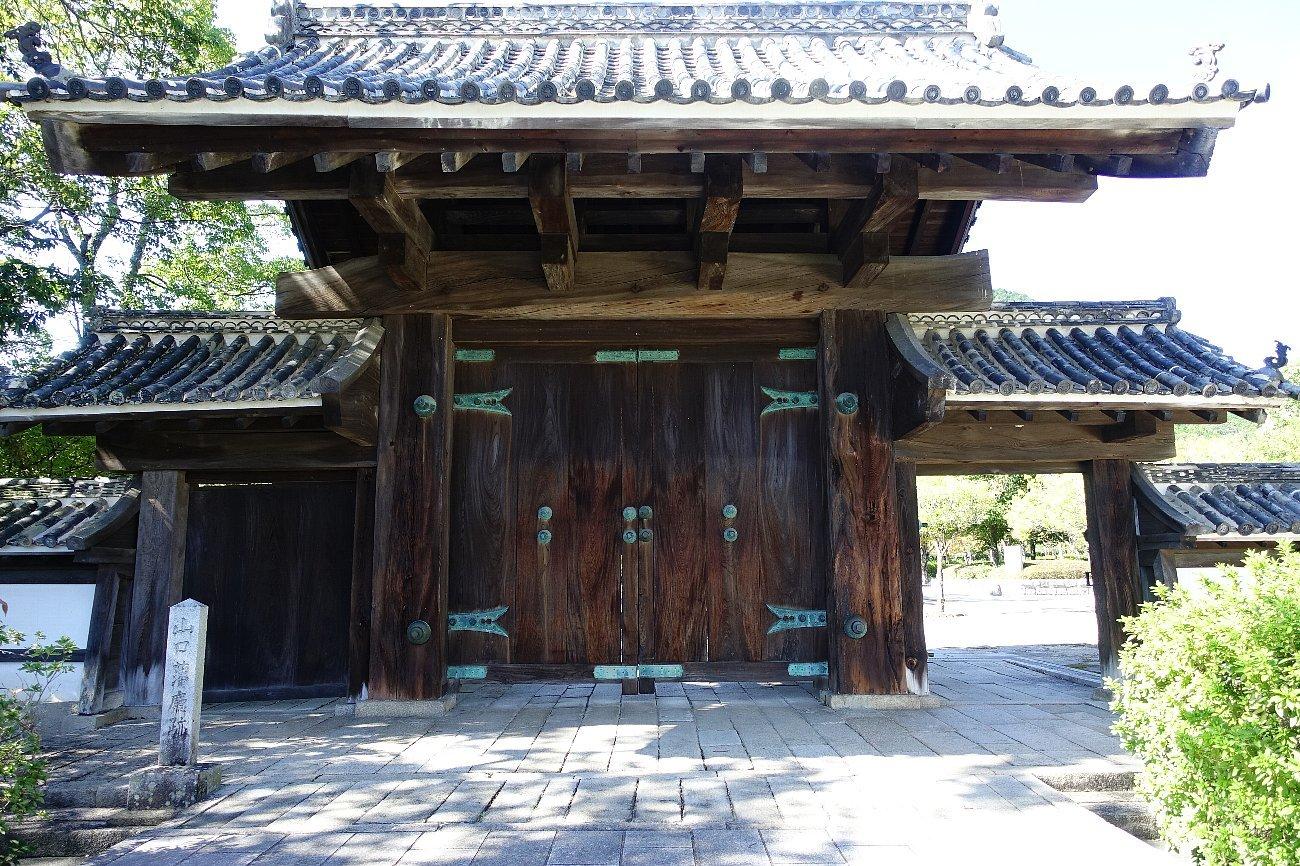 旧山口藩庁門_c0112559_08333776.jpg