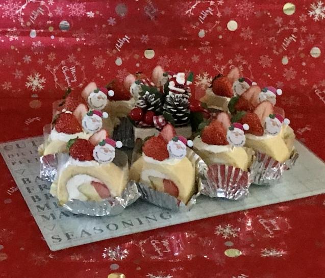 イチゴのシフォンロールdeクリスマス☆_e0141159_13462278.jpeg