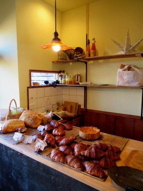田舎風 信州の食卓・ターブル ヒュッテ * 東御のローカルベンチが食事とパンのお店にリニューアル!_f0236260_18390547.jpg