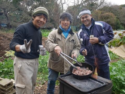 ②美味しい!昼は畑で芋煮と焼き芋:12・21六国見山手入れ_c0014967_06285291.jpg
