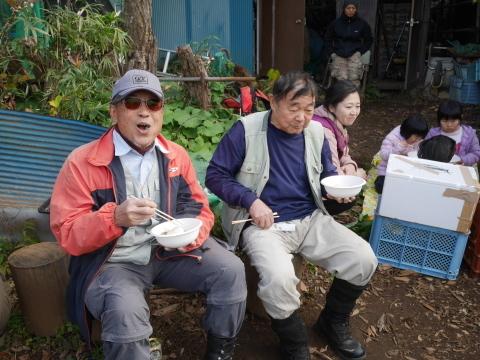 ②美味しい!昼は畑で芋煮と焼き芋:12・21六国見山手入れ_c0014967_06303186.jpg