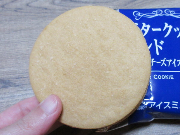 バタークッキーサンド クリームチーズアイス@森永乳業_c0152767_20490165.jpg