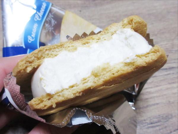バタークッキーサンド クリームチーズアイス@森永乳業_c0152767_20500955.jpg