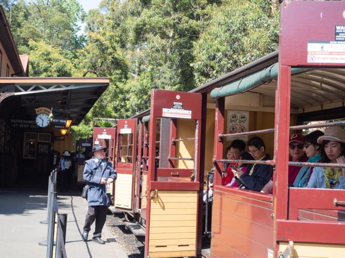 2019メルボルン・タスマニア・シドニーvol.4~蒸気機関車とワイナリー~_f0276498_21222628.jpg