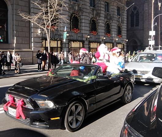 クリスマス前のニューヨーク、あちこちにサンタさん_b0007805_09531661.jpg