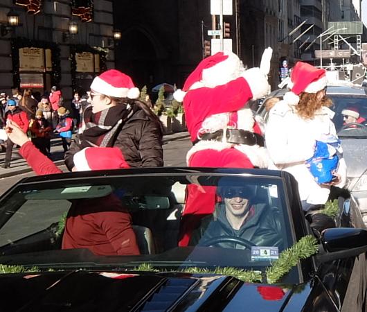 クリスマス前のニューヨーク、あちこちにサンタさん_b0007805_09545476.jpg