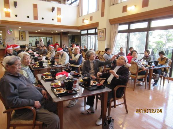 ケアハウスのクリスマス会兼忘年会_a0166025_22164188.jpg