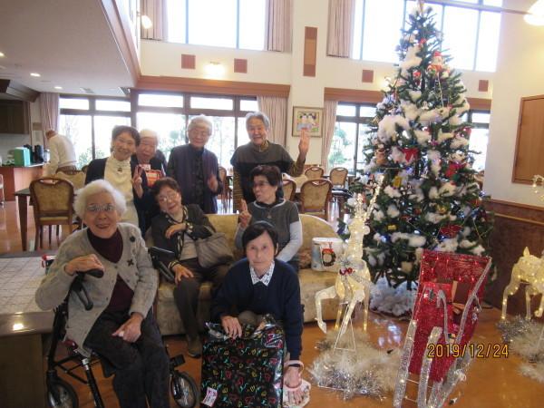 ケアハウスのクリスマス会兼忘年会_a0166025_22295124.jpg