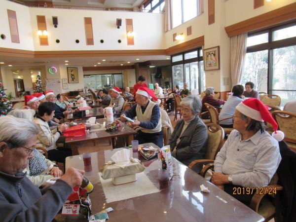 ケアハウスのクリスマス会兼忘年会_a0166025_22322546.jpg